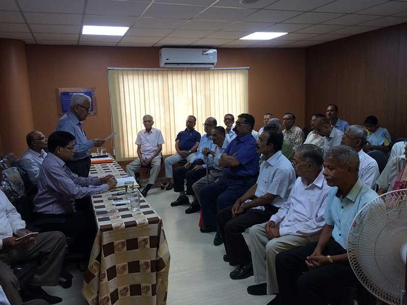 Senior-Citizen-meeting